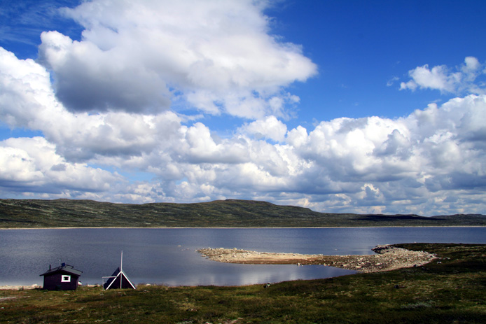 A beautiful landscape in the counties of Buskerud, Hordaland and Telemark. It is the largest such plateau in Europe, with a cold year-round alpine climate and is the site of one of Norway's largest glaciers. Much of the plateau is protected as part of Hardangervidda National Park; it is a popular tourist and leisure destination for many outdoor activities.