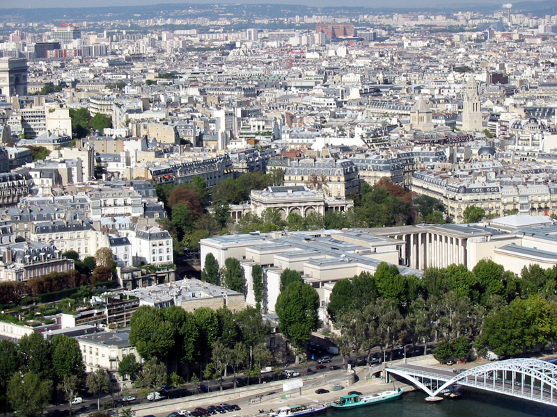 """Frankreich lieben, Paris hassen? Passt für mich wunderbar gut zueinander. Dieser Moloch an der Seine hat für mich so ach gar nichts mit der """"Grand Nation"""" gemeinsam.  Einfach nur ein abscheuliches Kaff mit überdurchschnitlich vielen arroganten Bewohnern. Charme und Chic? Fehlanzeige!"""