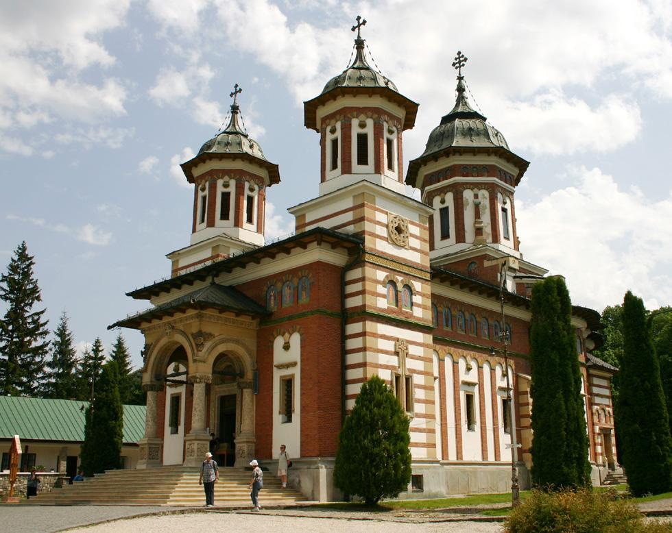 Nice to see: Monastery Sinaia. Auf halbem Wege zum Schloss Peles befindet sich das Kloster Sinaia.