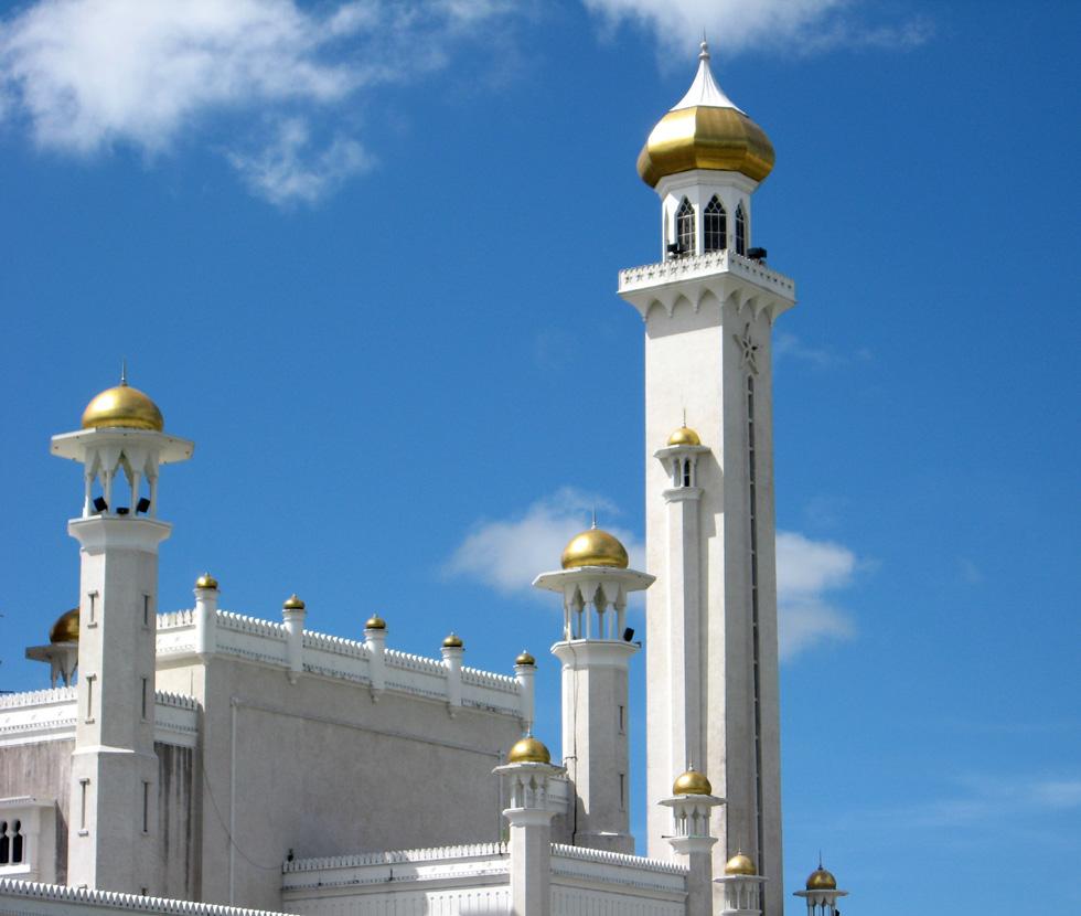 """Brunei öffnet seine Türen: """"FAZ""""    Das  schwerreiche Erdöl-Sultanat  auf Borneo will nun auch zu einem Touristenziel werden. Bestes Argument sind seine Regenwälder, die zu den ältesten der Welt zählen. Doch es gibt auch Hindernisse."""
