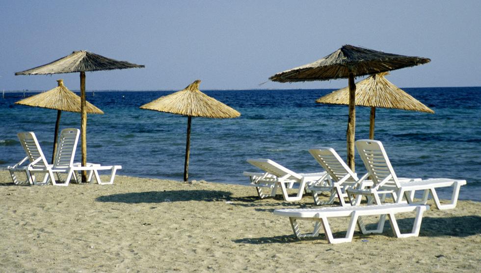 """Griechische Inselperle Lefkas: """"Abendzeitung""""  Die südlich von Korfu liegende Insel Lefkas ist touristisch noch recht wenig entwickelt. Vor allem Individual-Touristen schätzen die Ursprünglichkeit der Insel."""