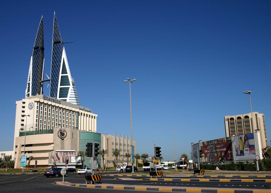 Zwischen 2009 und 2013 flogen wir mehrmals mit Fluggesellschaften aus dem Mittleren Osten gen Südostasien. Wir haben überall - u. a. 2009 in Bahrain (Foto) - einen ein- bis zweitägigen Stopover eingebaut. Heute würden wir nur noch Nonstop-Flüge buchen. Aber Doha, Nizwa oder auch Dubai gesehen zu haben, schadet nicht.