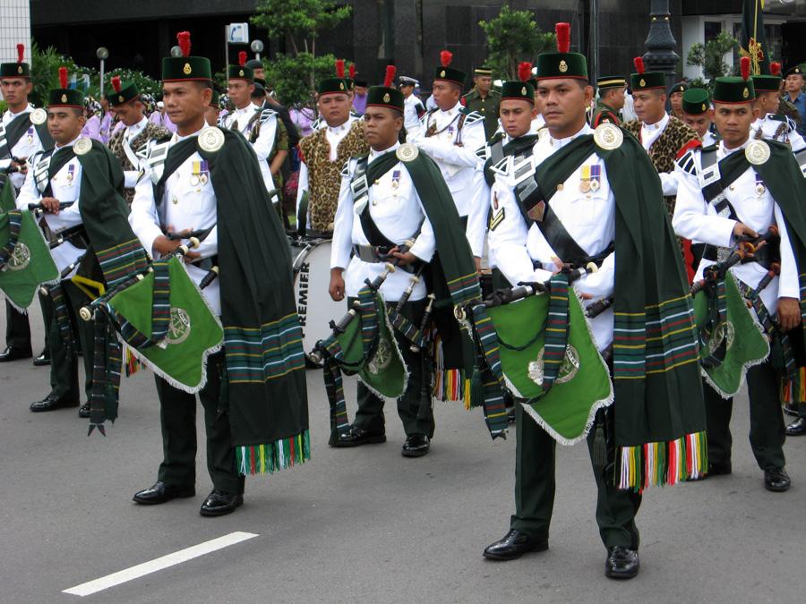 Ebenfalls 2008 steuerten wir Brunei an. Der Nationalfeiertag in Bandar Seri Begawan war ein Erlebnis. Unter den derzeit gegebenen politischen Verhältnissen wird uns das Land kein zweites Mal sehen.