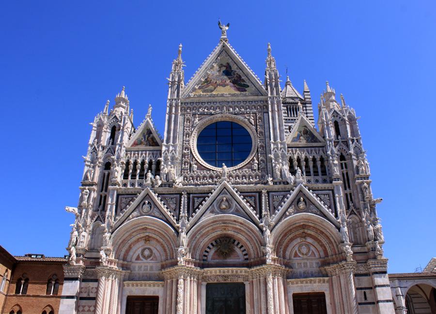 In die Toskana kann man auch mit dem einen oder anderen Zipperlein noch reisen (Foto: Dom in Siena)