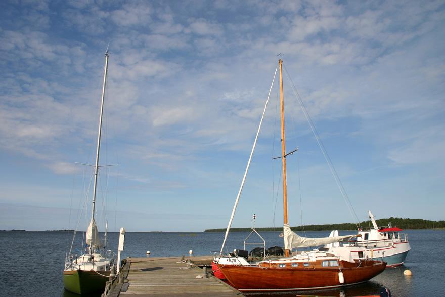 """In Schweden zurück zu den Wurzeln: """"Die Zeit"""" In Schweden kann man lernen, wie man in der Natur lebt. Wer einen Kurs besucht, merkt: Die Teilnehmer wollen nicht nur mal kurz MacGyver spielen – sie meinen es ernst."""