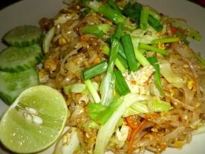 Pad Thai - der Backpacker-Klassiker schlechthin. Nicht zu scharf, sättigend, preiswert. Auch vegetarisch zu haben.