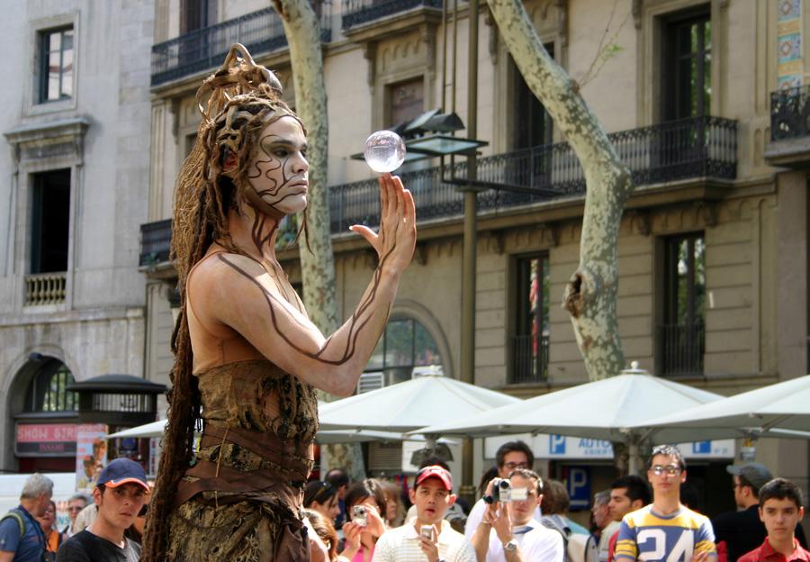 """Kifferstadt Barcelona: """"Frankfurter Rundschau"""" In den vergangenen Monaten sind Hasch-Kneipen in Barcelona wie Pilze aus dem Boden geschossen. Die Cannabis-Clubs befinden sich rechtlich in einer Grauzone. Die Stadt befürchtet, in Verruf zu geraten."""