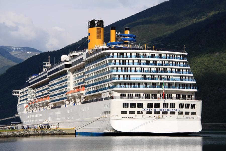 """Megatrend Kreuzfahrten: """"Focus"""" Der Traum vom Schiff: Jeder Fünfte wünscht sich einen Urlaub auf dem Wasser. Allein 2014 schipperten zwei Millionen Deutsche in den Urlaub."""