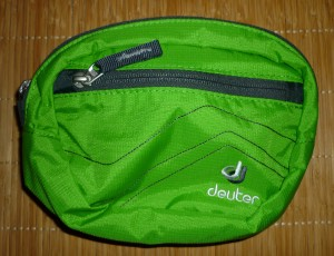 Deuetr Belt I: In die Hüfttasche für 12,95 Euro passen Zigaretten, Pass, Plastikkarten, Smartphone und Kompaktkamera. Alles andere findet in den Taschen an den beiden Hüftflossen des Rucksacks genug Platz.