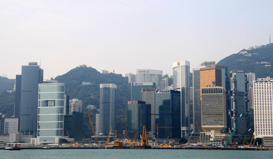 Cathay Pacific via Hongkong Cathay gehört nicht zu den allergünstigsten Fluggesellschaften. Kein Visum bei der Einreise erforderlich. Die Übernachtungspreise kennen seit Jahren nur eine Richtung - aufwärts. Wir kennen für die Stadt am Perlfluss auch nur eine Daumenbewegung - ganz hoch! Bescheidene, zentral gelegene (und gut bewertete) Doppelzimmer sind ab 50 Euro pro Nacht zu haben.