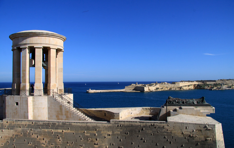Sowohl Malta (Foto) als auch die etwas weiter entfernte Mittelmeerinsel Zypern gibt es für zwei Personen samt Flug im DZ mit Frühstück (Mittelklasse) derzeit auf die Schnelle für eine Woche ab ca. 350 Euro p. P.