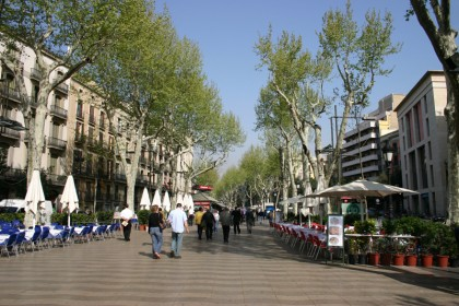 Ich war in Barcelona auf den Ramblas seit 1995 häufig unterwegs. Passiert ist nie etwas. Dennoch sollte man diese Warnung ernst nehmen!