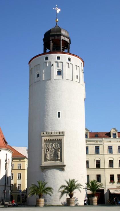 Dicker Turm oder Frauenturm wird dieses Bauwerk genannt. Bereits 1305 wurden ein Steintor und ein Steinturm erwähnt. Sein Aussehen hat das Bauwerk über die Jahrhunderte nur wenig verändert. Die Mauern haben im unteren Bereich eine Dicke von 5,34 m.