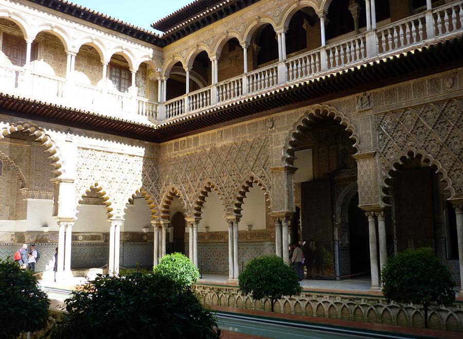 Der Alcázar von Sevilla  ist der mittelalterliche Königspalast von Sevilla. Die Anlage hat eine lange, bis in maurische Zeit zurückreichende Baugeschichte und wird bis heute von der spanischen Königsfamilie, wenn diese sich in Sevilla aufhält, als offizielle Residenz genutzt.