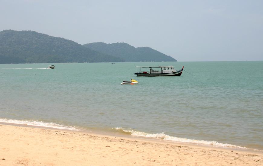 Der Strand von Batu Ferringhi zählt nicht unbedingt zu den Highlights von Penang - es gibt bedeutend schönere in Malaysia!