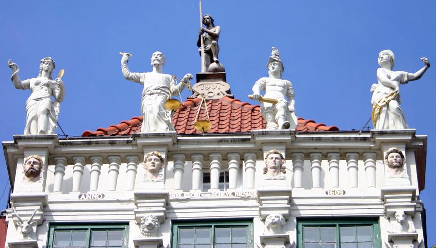 Wunderschöne Giebel und Fassaden sind ein Markenzeichen von Danzig.
