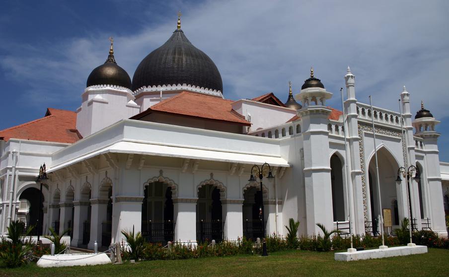 Die Kapitan Keling Moschee befindet sich zwischen Lebuh Chulia und Jalan Buckingham. Sie wurde im späten 17. Jahrhundert erbaut.