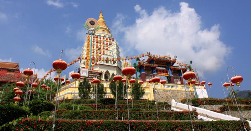 Wenigstens einen halben Tag sollte man für die prachtvolle Tempelanlage Kek Lok Si einplanen (Näheres).