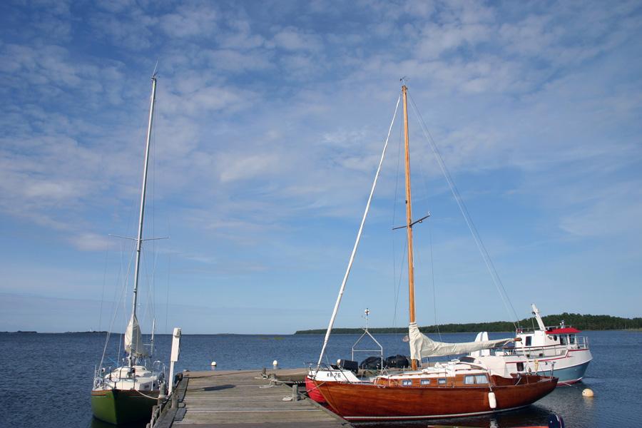 """Insel-Quartett in der südlichen Ostsee. """"Badische Zeitung"""" Vier Perlen in der südlichen Ostsee: Gotland, Fårö, Öland und Bornholm."""