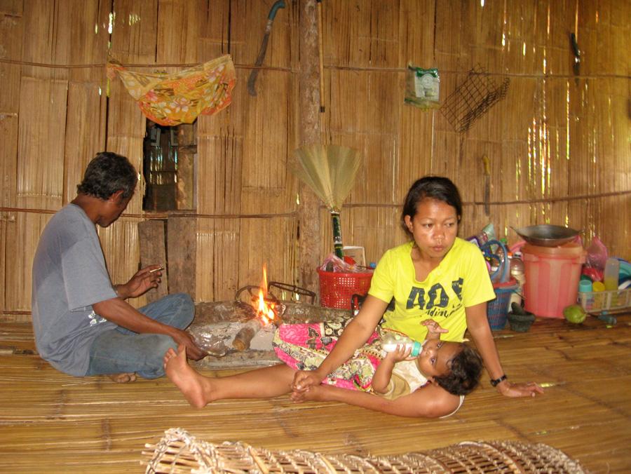 """Orang Asli (orang: """"Mensch""""; asli: """"original"""" oder """"ursprünglich"""") ist eine seit 1966 in Malaysia gebräuchliche Bezeichnung für verschiedene indigene Völker."""