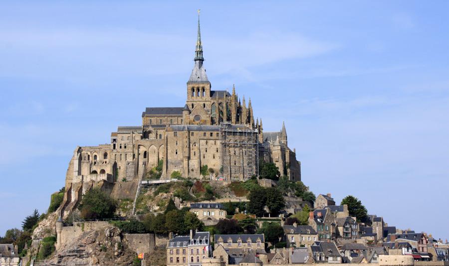 """Wie der Mont-Saint-Michel wiedeer eine Insel wird: """"Die Welt"""" 135 Jahre gab es einen Damm zum Festland. Nun wird der berühmteste Berg in der Normandie wieder zur Insel. Aber nur bei Springfluten."""