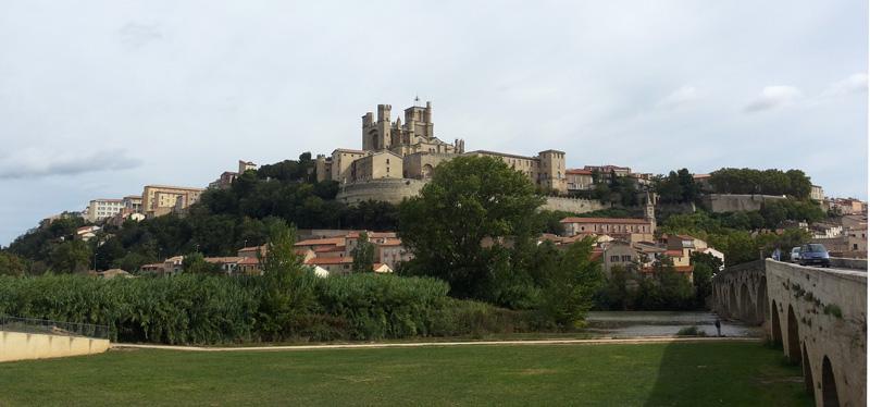 Kathedrale St. Nazaire und Pont Vieux in  Béziers.