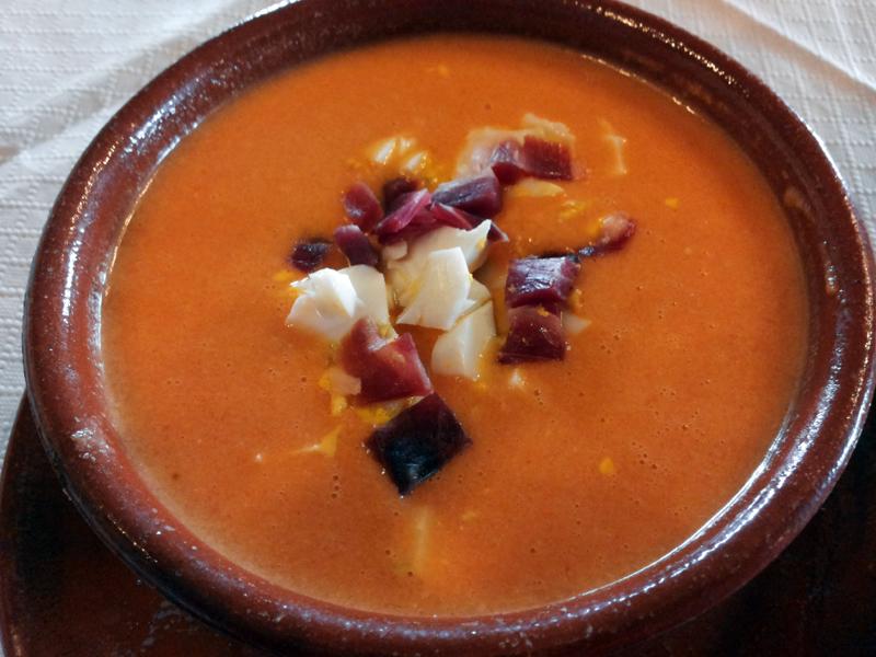 Unsere Entdeckung des Jahres in Andalusien wenige Tage später (als bekennende Fans kalter Suppen): Salmorejo (Rezept).