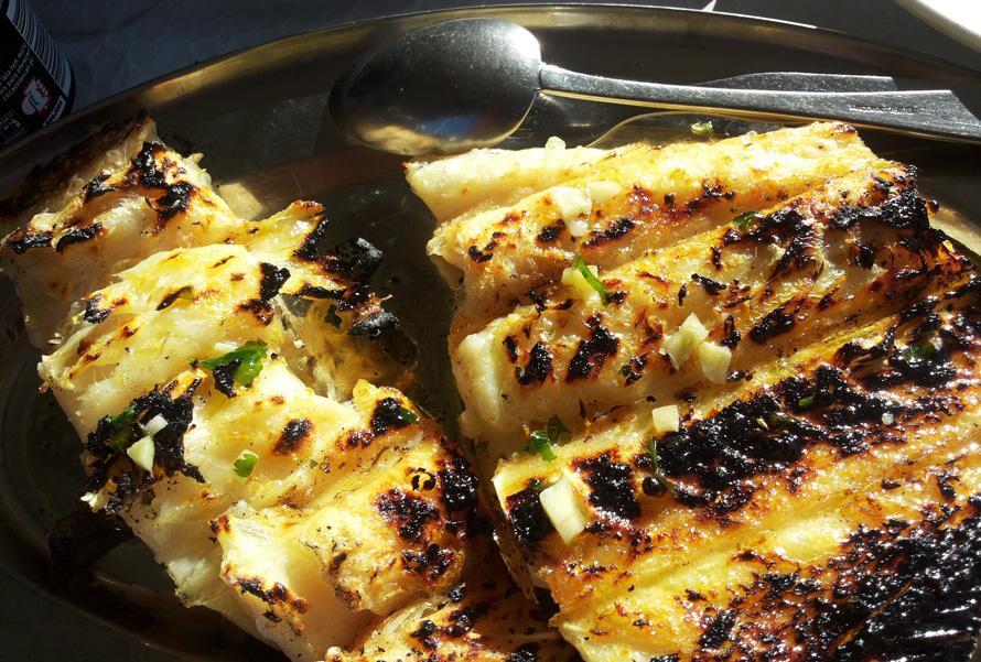 Bacalhau (Stockfisch) ist nicht Jedermanns Sache. Wir mögen diesen Fisch am liebsten, wenn er in Portugal vom Grill kommt.