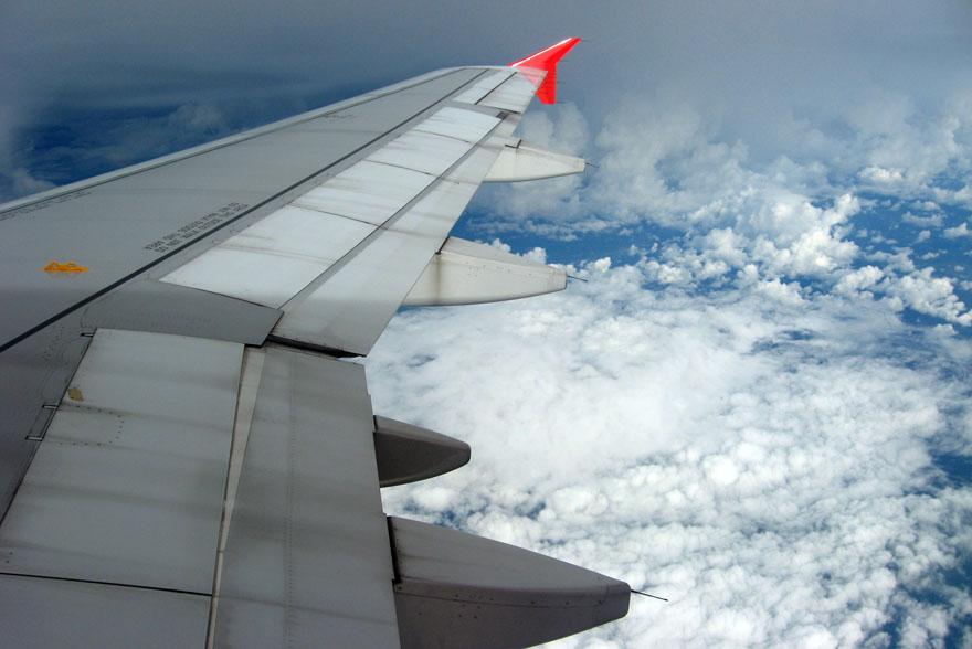 """Die sicherste Fluggesellschaft kommt aus Asien: """"Rheinische Post"""" Wer statistisch am sichersten fliegen möchte, muss auf Fluggesellschaften aus Asien zurückgreifen. Zu diesem Schluss kommen Unfallforscher aus Hamburg. Die beste Deutsche Gesellschaft ist Lufthansa auf Rang zwölf."""