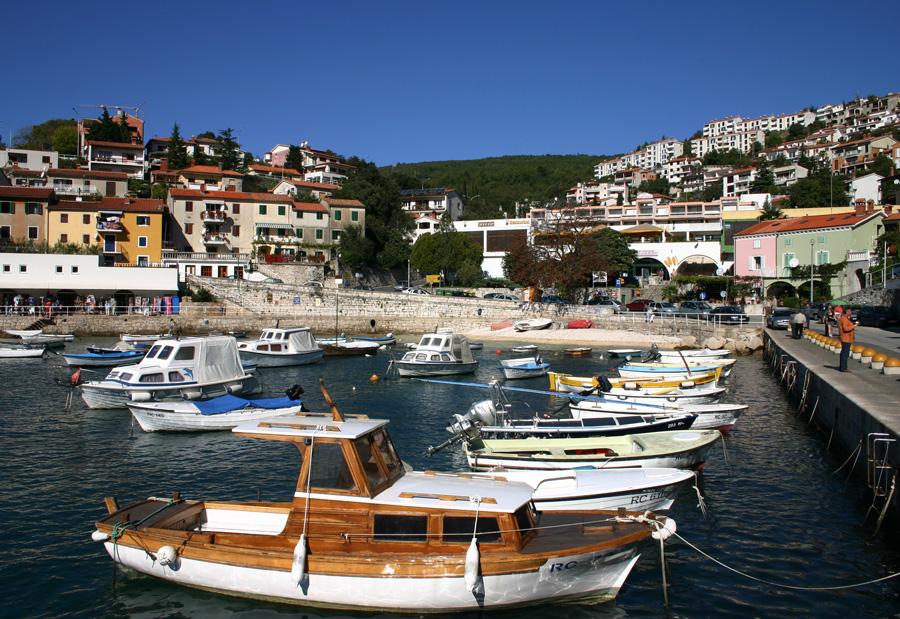 """Die Côte d'Azur Kroatiens: """"BILD"""" Die Region Kvarner in Kroatien ist eine Mischung aus Côte d'Azur und Österreich zu Kaiserzeiten. Mit Palmen, Buchten, herrschaftlichen Häusern, eleganten Promenaden – und das so billig, dass auch ein Familienurlaub bezahlbar ist."""